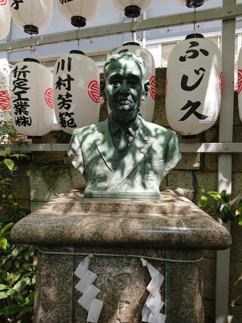 サムハラ神社の田中富三郎の胸像。