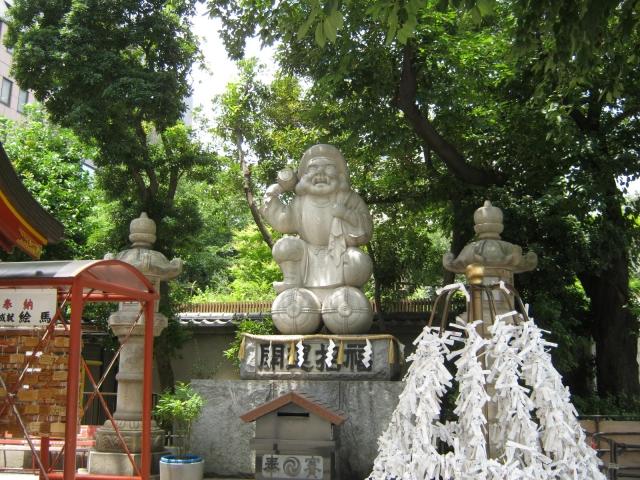 神田明神御祭神の大己貴命の石像。